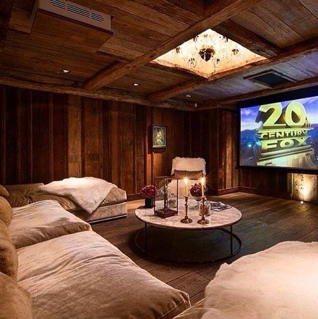 Salas De Cine En Casa: Salones De Juegos, Cantinas Y Salas De Cine