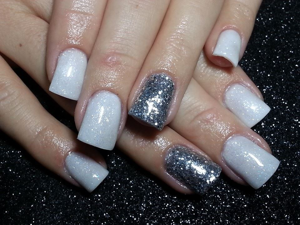 Full white with Silver ring finger