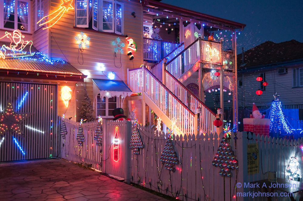 Houses Decorated For Christmas With Icicle Lights Christmas Lights Christmas House Lights Decorating With Christmas Lights Christmas Decorations For The Home