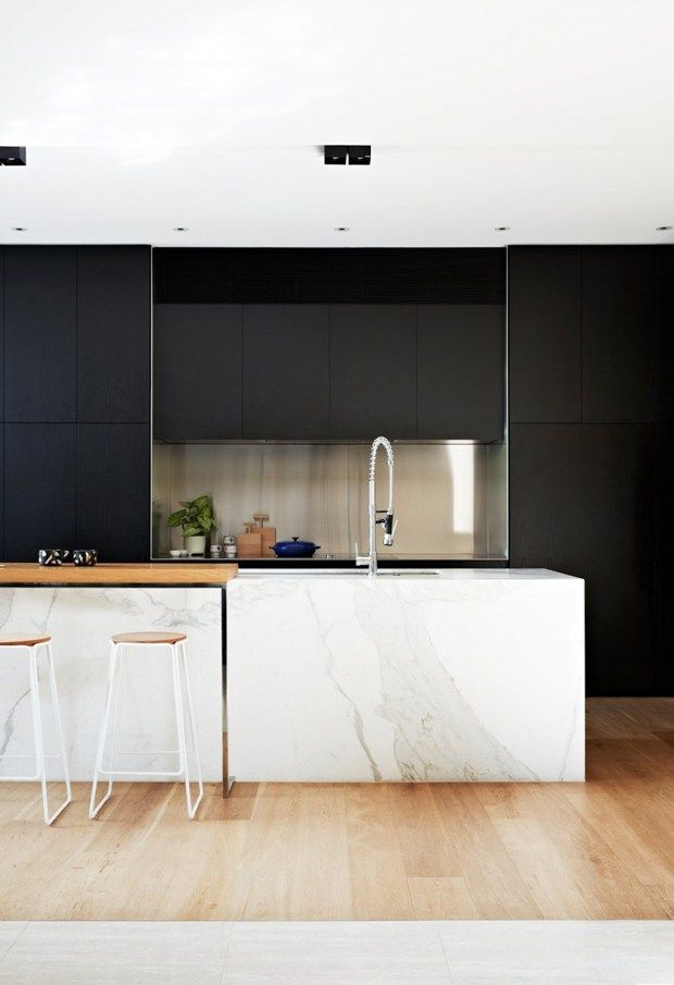 16 Kitchens with Black Kitchen Cabinets Done 16 Different Ways - ideen für küchenwände