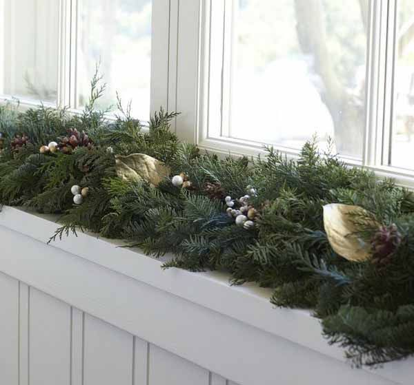 20 Beautiful Window Sill Decorating Ideas For Christmas And New Years Eve Party Christmas Window Decorations Christmas Decorations Christmas Window Lights