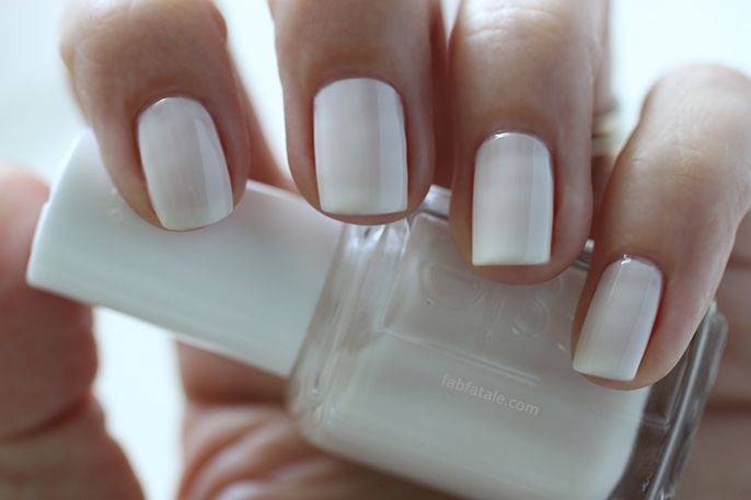 White Nail Polish In Winter - Absolute cycle