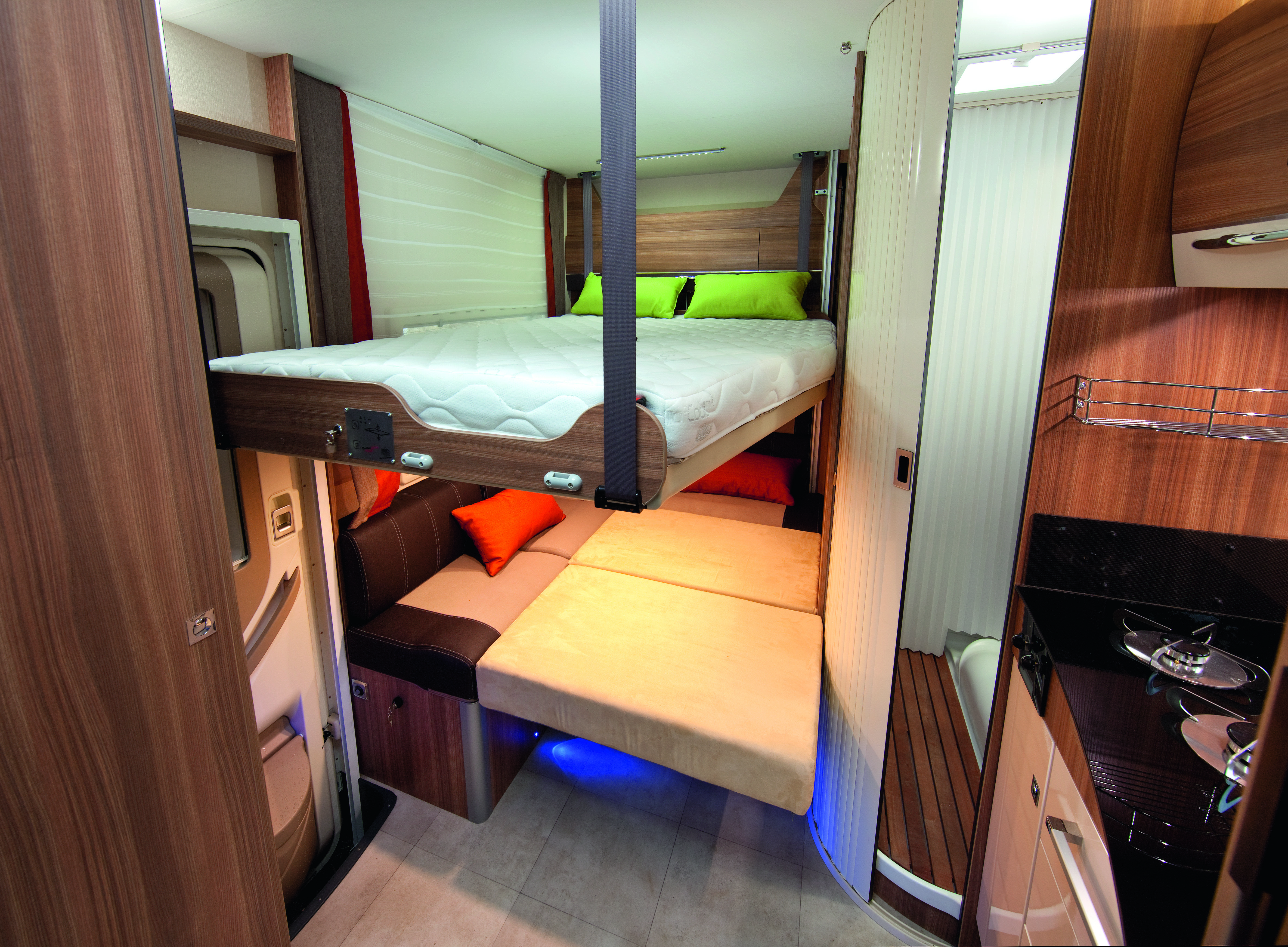 Le Lit Du Camping Car Challenger 100 The Bed Of The Challenger 100 Motorhome Http Www