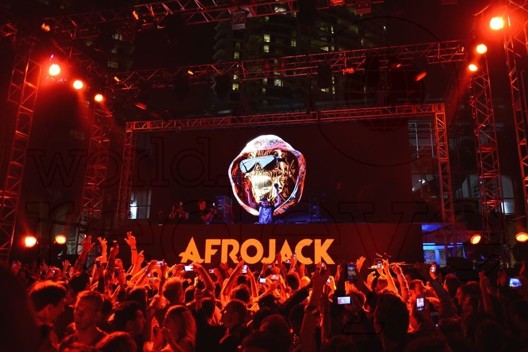 Afrojack & Pharrell at Fontainebleau New Year's Eve 2014