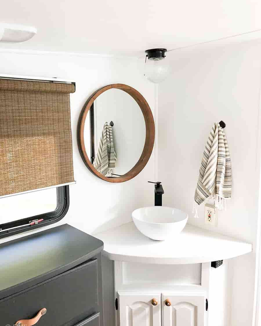 Rv Bathrooms To Inspire Your Next Renovation Some Of The Best Faucets Sinks And Other Items That Yo Rv Bathroom Bathroom Remodel Images Bathroom Renovations [ 1125 x 900 Pixel ]