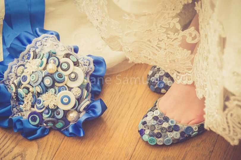 Sophias cute something blue button wedding http://www.facebook.com/JaneSamuelsPhotography