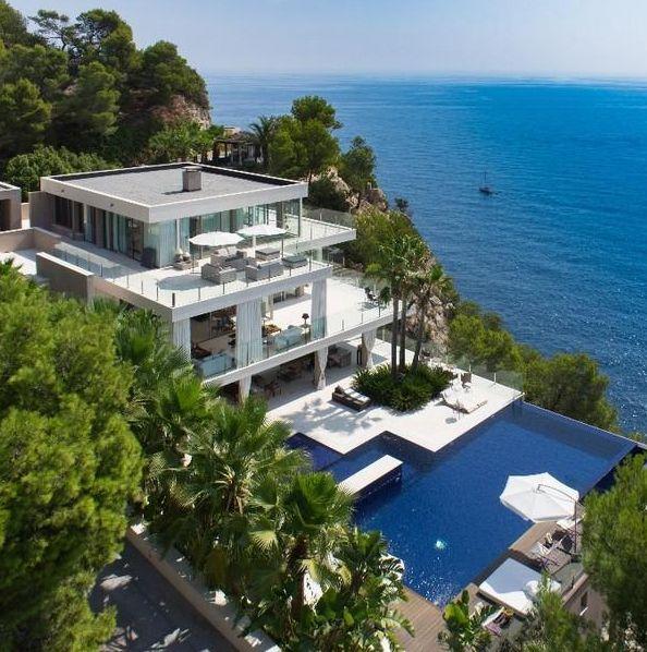Luxury living. Oceanside oceanfront beach modern house. | Wohnen ...