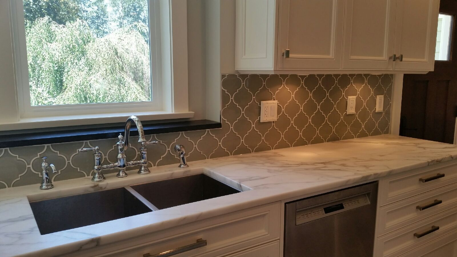 Taupe Arabesque Glass Mosaic Tiles Rocky