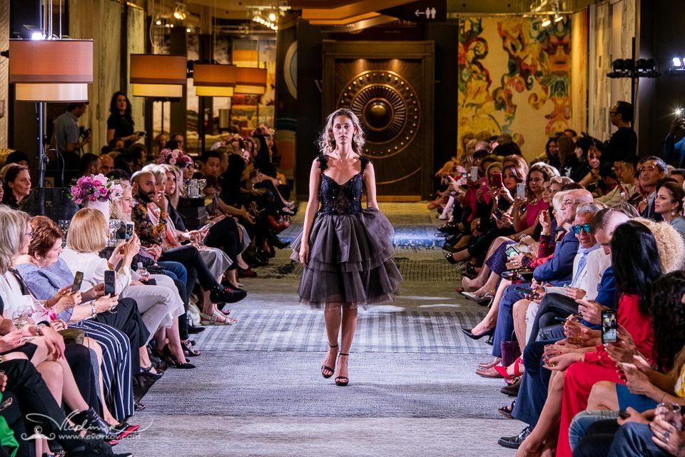 Runwaymodel Torontofashion Indiefashion A Partnership Between Living Luxe Magazine The Toronto Fashion Academy Art Indie Fashion Toronto Fashion Fashion