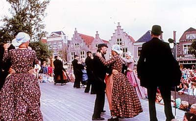 plaats dansers grote tieten in Enkhuizen