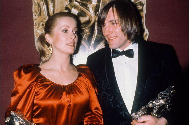 Catherine Deneuve et Gérard Depardieu avec le César obtenu le 31 janvier 1981 pour leur interprétation dans « Le dernier métro » de François Truffaut.