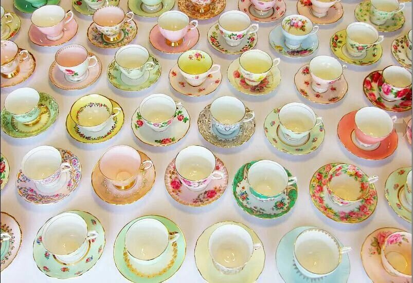 Many cups & saucers! ☕