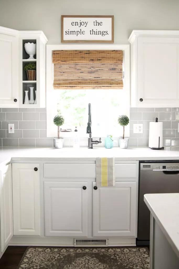 5 Fresh Ideas For Kitchen Window Treatments Blinds Com Modern Farmhouse Kitchens Kitchen Window Treatments White Farmhouse Kitchens