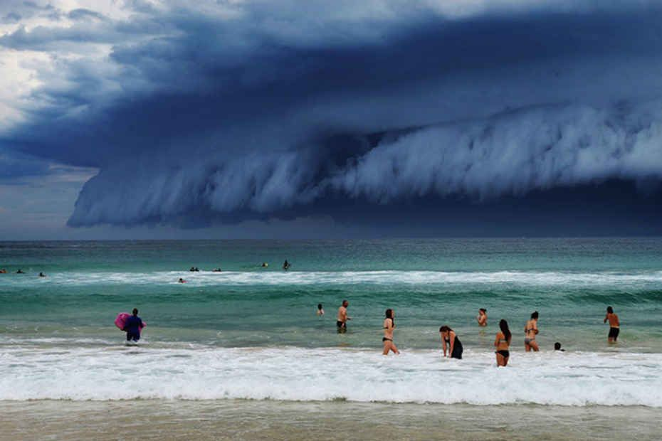 Stunning Photographs Capture Epic Thunderstorm Off The Coast Of - Stunning photographs capture epic thunderstorm off the coast of sydney
