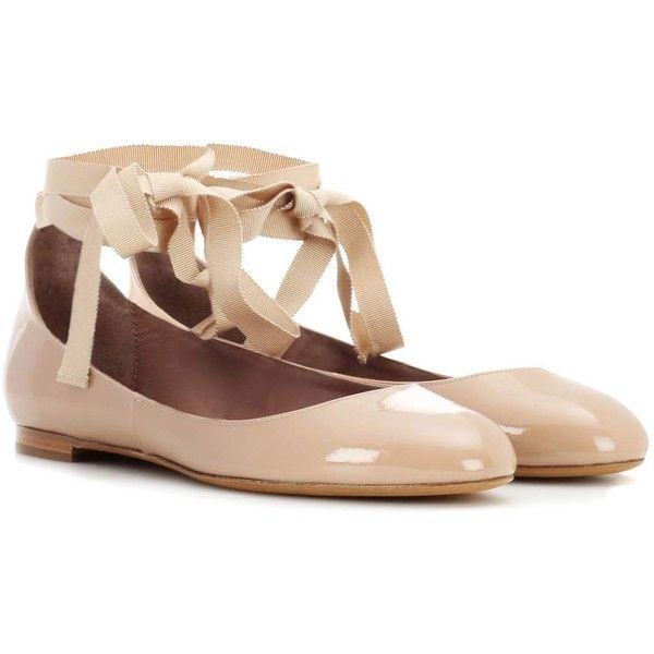 Tabitha Simmons Daria Patent Leather Ballerinas (6.683.750 IDR) ❤ liked on Polyvore featuring shoes, flats, neutrals, patent shoes, tabitha simmons shoes, nude patent leather shoes, patent leather ballet flats and patent ballet flats