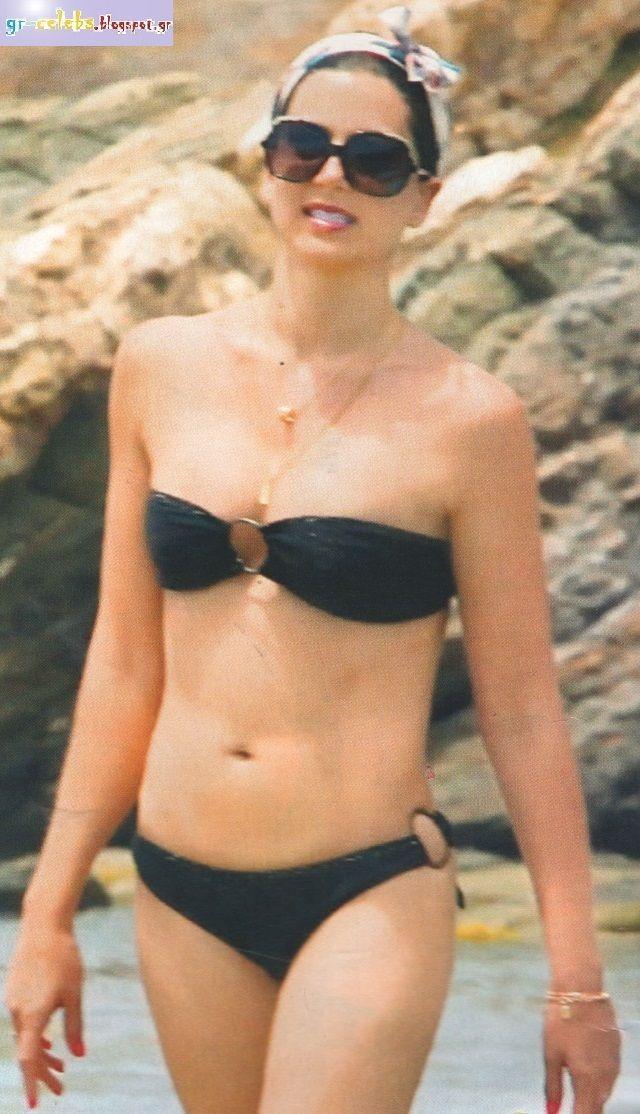 Ελληνίδες Celebrities   Η Σταματίνα Τσιμτσιλή με μαγιό  77d46ea010d