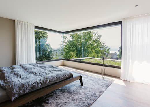 Modernes Haus mit Überraschungseffekt Bedrooms, Backyard and Interiors