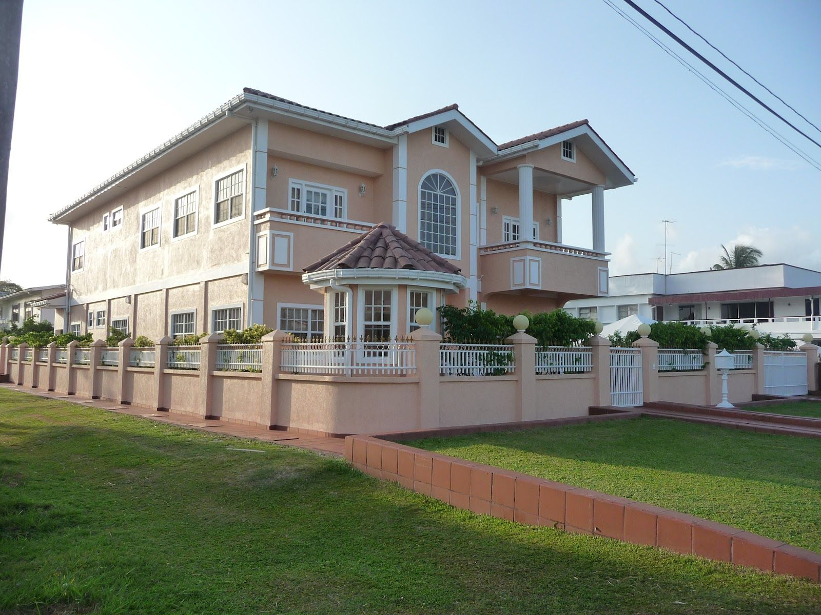 Beautiful homes in guyana there are some nice homes in for Trini homes