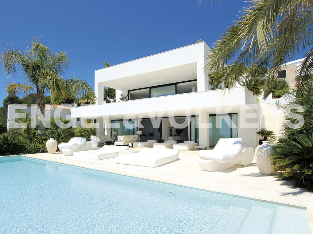 IMMOBILIE DER WOCHE: Moderne Villa mit eindrucksvollem Meerblick