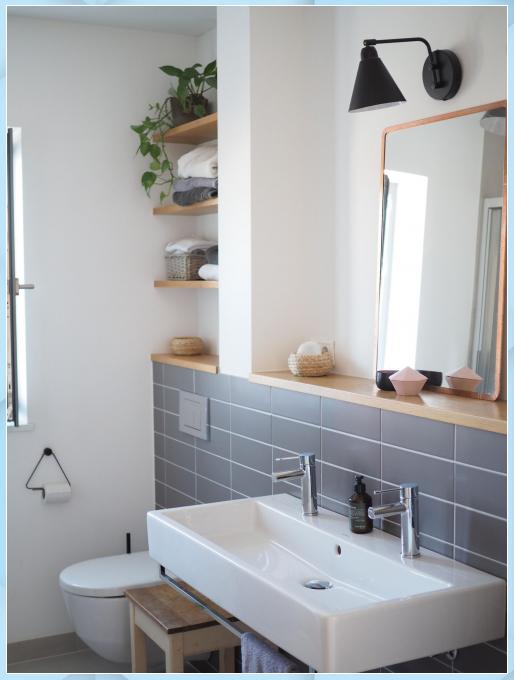 Wenig Fliesen Dazu Ein Bisschen Holz Schwarz Und V Badezimmer Renovieren Kleines Wenig Fliesen Da Bathroom Design Small Bathroom Design Small Bathroom