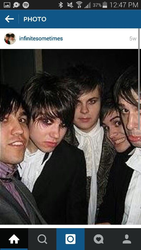 Panic! At The Disco and Pete wentz: gods of eyeliner