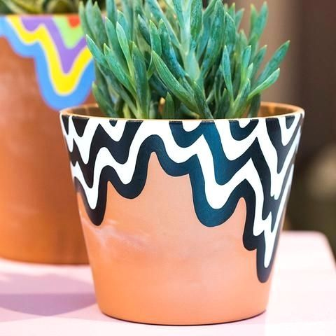 Diy Gardentips Gardenideas Landscapedesignforbackyard In 2020 Plant Pot Design Painted Plant Pots Painted Pots Diy