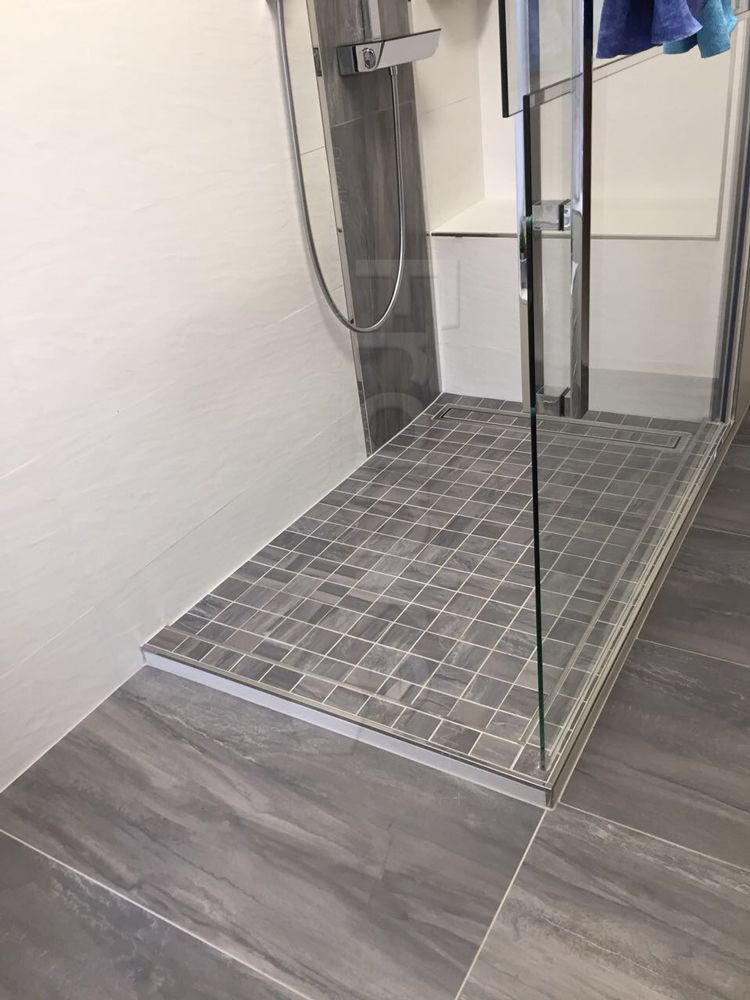 Bodenebene Dusche mit Glasduschwand #Fliesen #Bodenfliesen