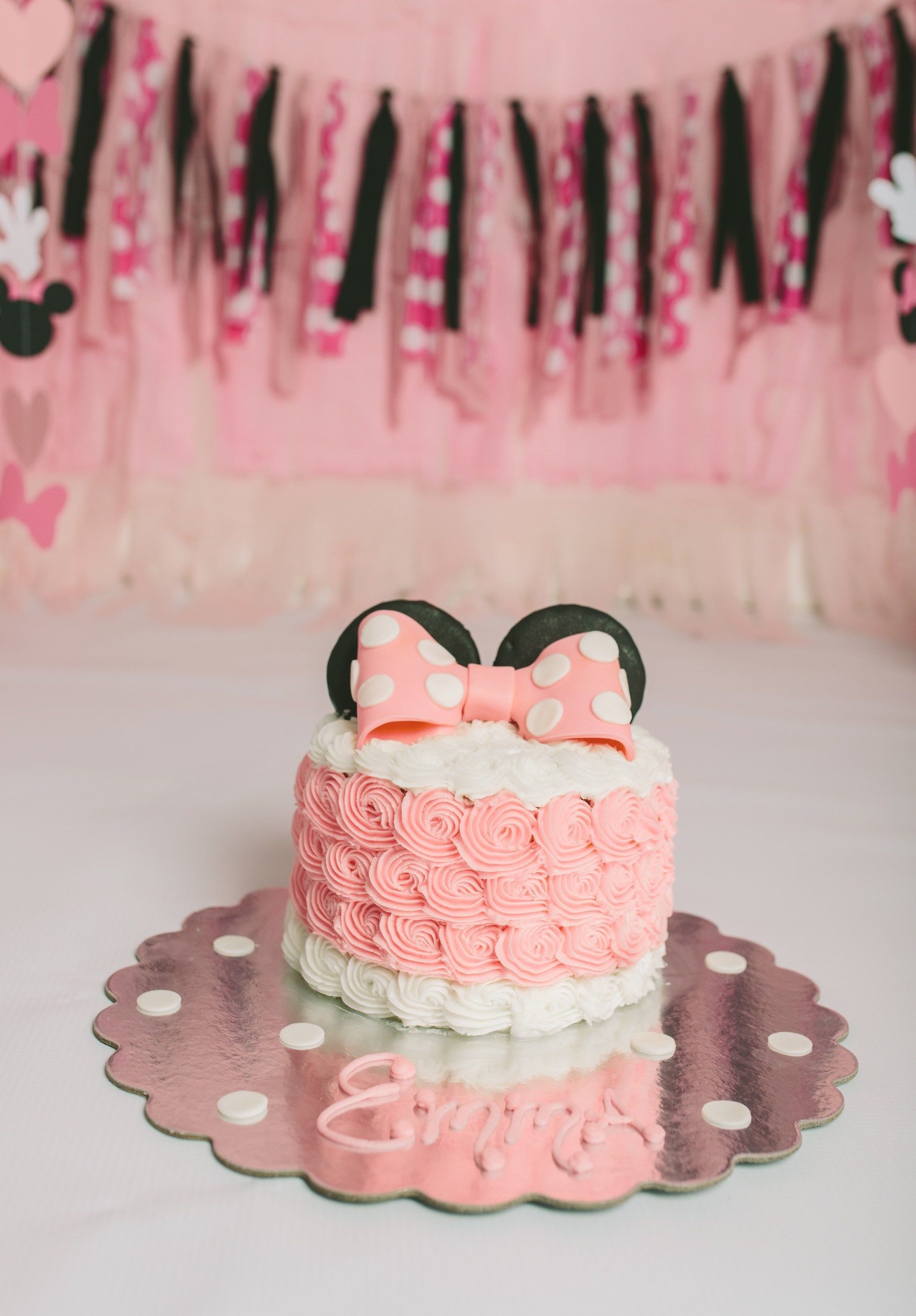 Emma S Cake Smash Session With Images Minnie Mouse First