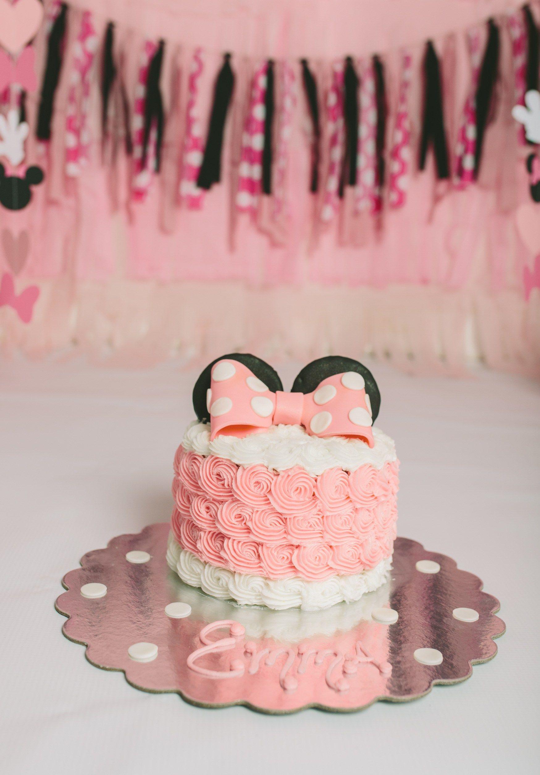 Torta Minnie Para Sesion De Fotos Minnie Mouse Birthday Cakes Minnie Mouse 1st Birthday Minnie Mouse First Birthday