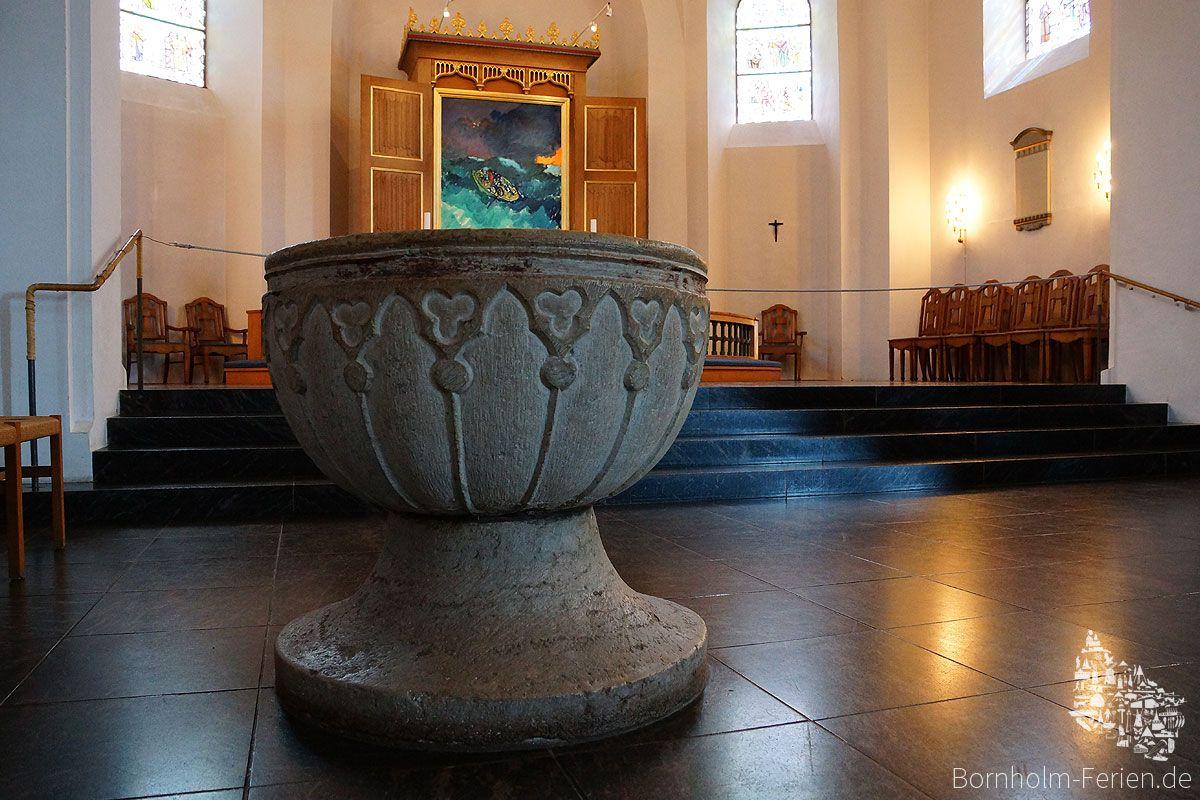 Taufstein der Nikolaikirche in Rønne #nikolaikirche #roenne #ronne #bornholm #taufstein