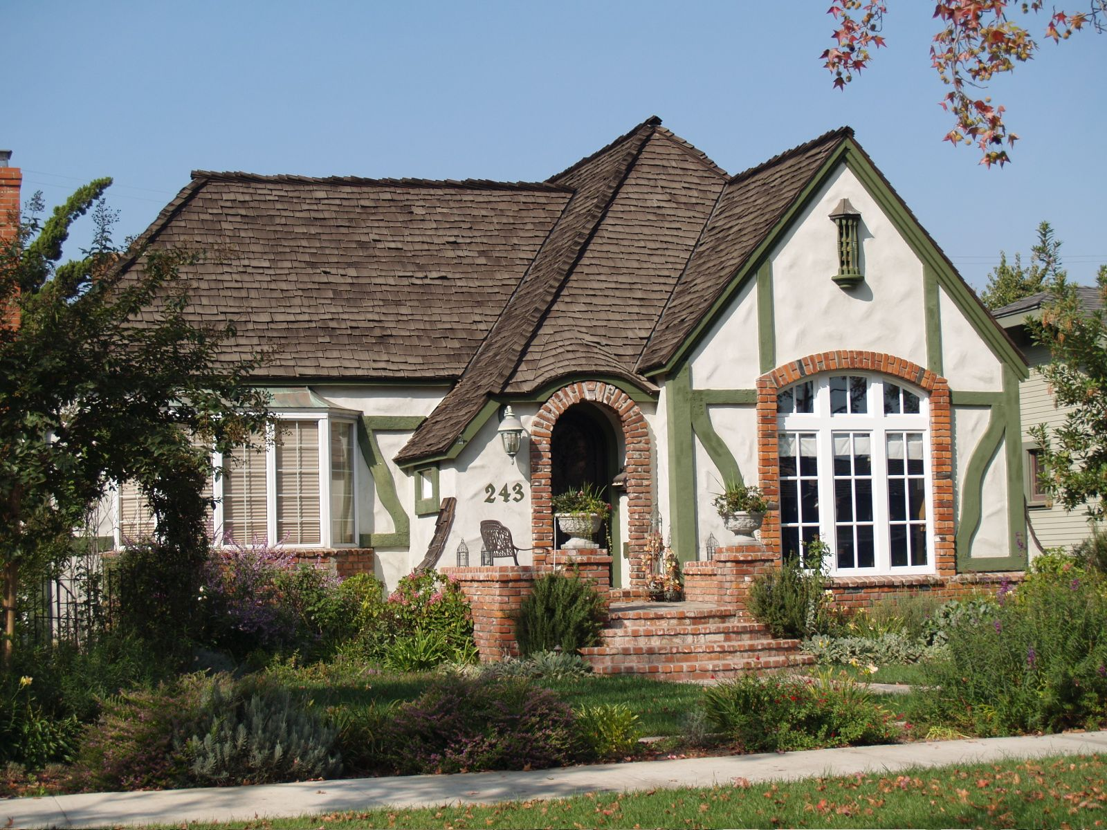 Tudor style bungalow house in long beach california for Craftsman style homes for sale in california