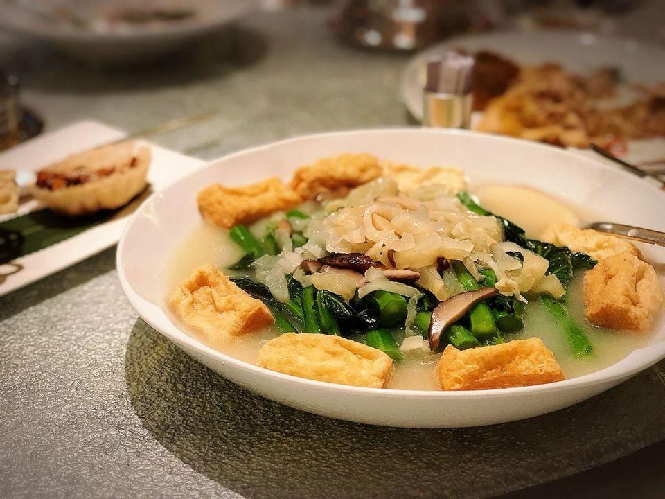 Best Asian Restaurants In Hong Kong 10 Best Chinese Japanese Korean Restaurants In Hong Kong You Must Visit Living Nomads Travel Tips Guides News Chinese Cooking Braised Pork Belly Asian Restaurants