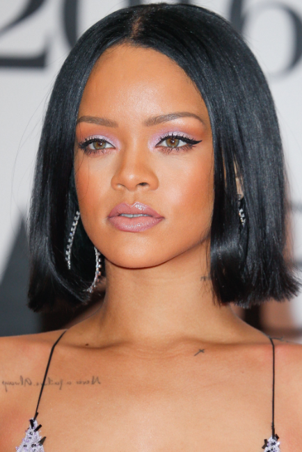 Rihanna 2020 New Hairstyle New Hairstyle New Haircut New Color In 2020 Rihanna Makeup Hairstyle Hair Beauty