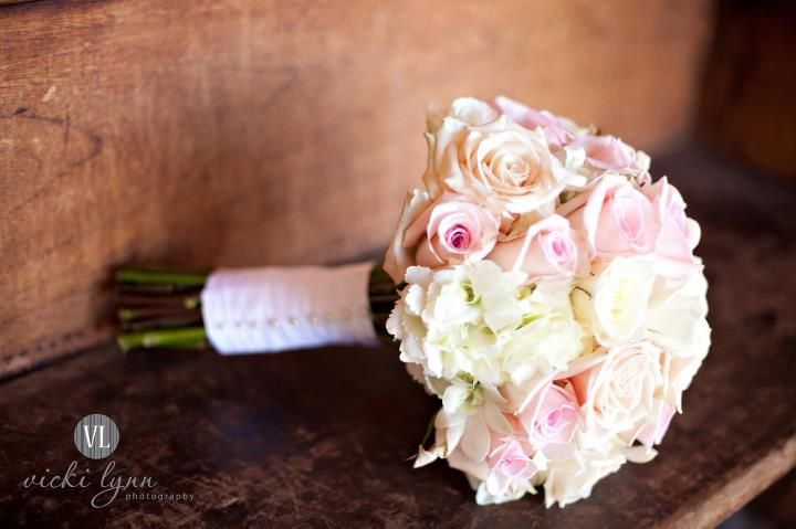 Light pink and cream colored rose and hydrangea bridal bouquet | Vicki Lynn Photography | villasiena.cc