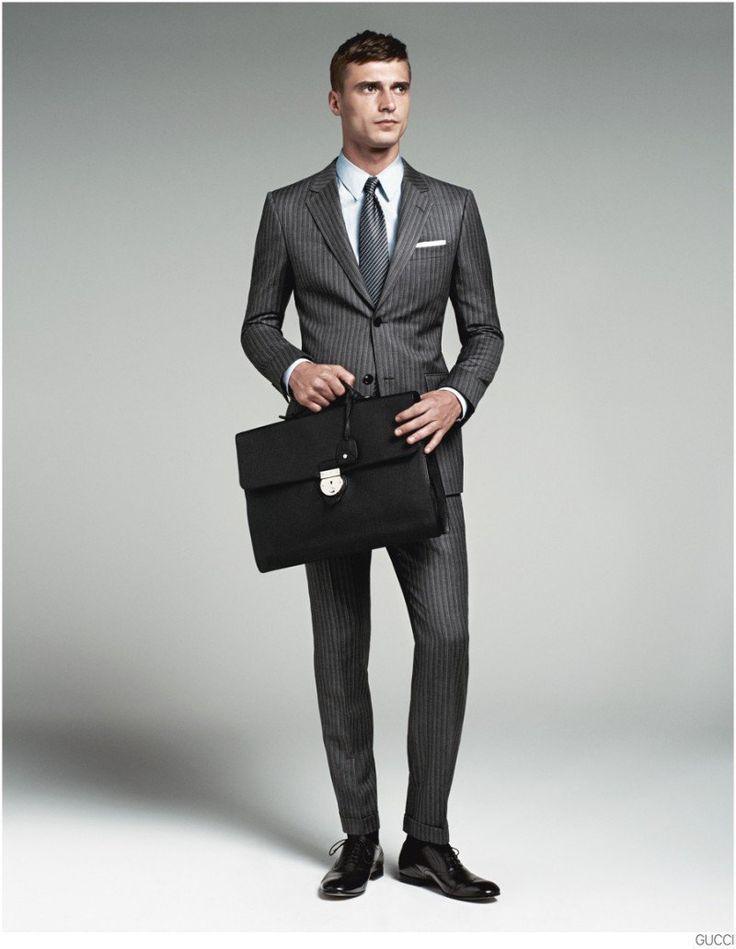 bd534ee11e76 Idée et inspiration Look pour homme tendance 2017 Image Description Clément  Chabernaud Models Gucci Mens Tailoring Suit