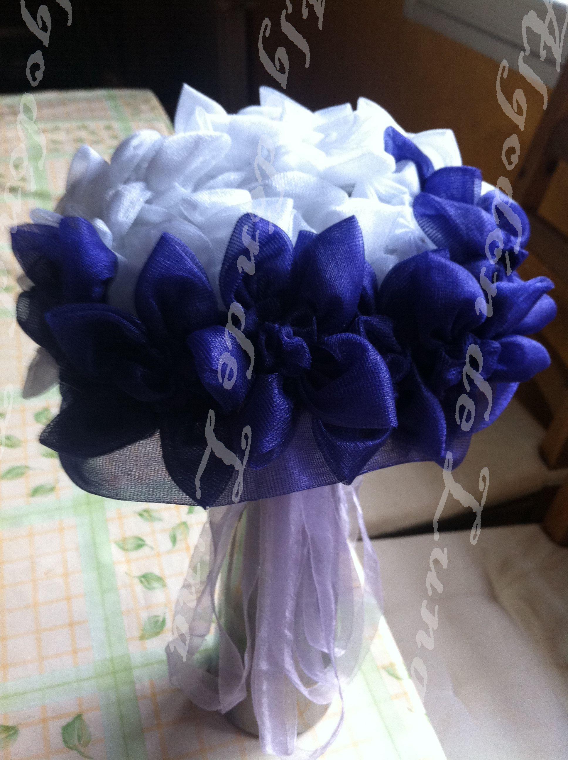 Ramo de novia reversible con flores de seda en violeta y blanco de Algodón de Luna.Ramos  de flores de tela personalizados para novias.   Hand made bridal, wedding bouquet.  informacion@algodondeluna.com         +34606619349  www.algodondeluna.com