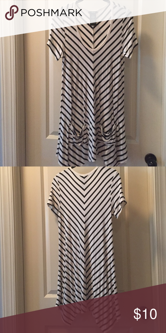 Long shirt,great length to wear with leggings. Long shirt, pockets in the front, cream color and black stripes. Tops