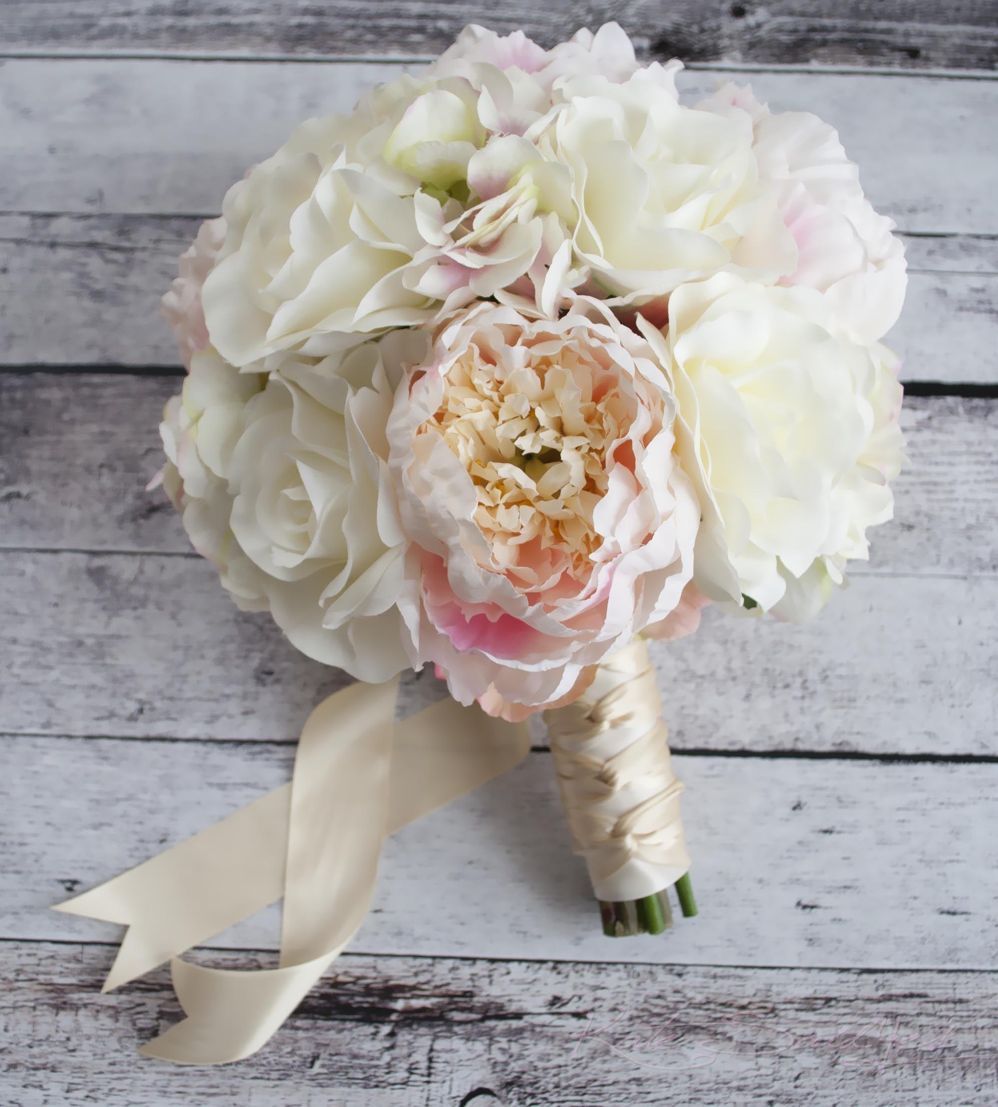 Soft Romantic Elegant Wedding Ideas: A Romantic Peony, Rose And Hydrangea