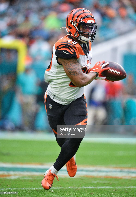 Joe Mixon Of The Cincinnati Bengals Runs With The Ball Against The Cincinnati Bengals Bengals Cincinnati