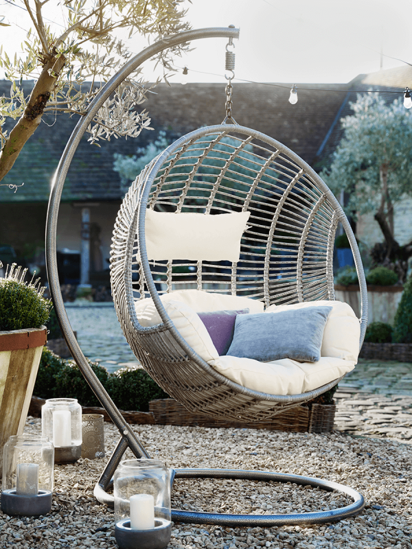 Indoor Outdoor Hanging Chair in 2020 Hanging egg chair