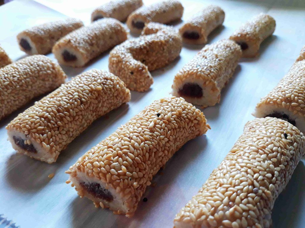 بسكوت التمر بالسمسم روووعه زاكي Chocolate Cookie Recipes Arabic Food Lebanese Desserts