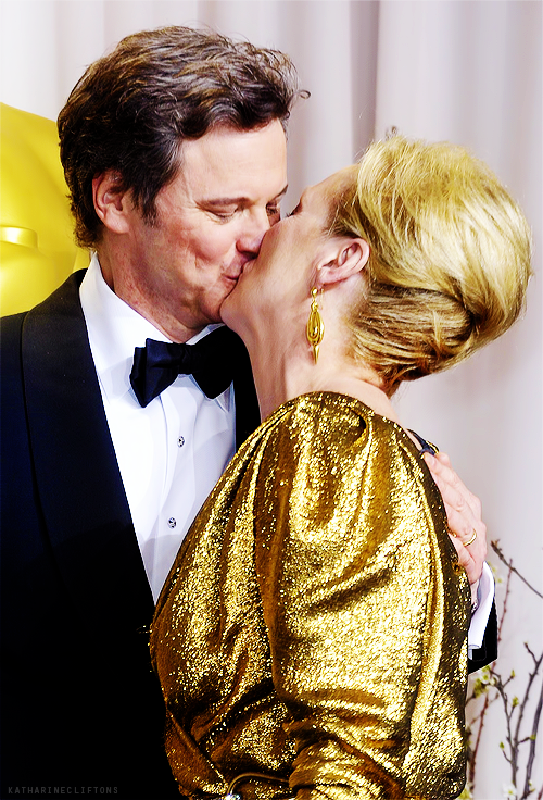 Confirm. Actresses kissing each other