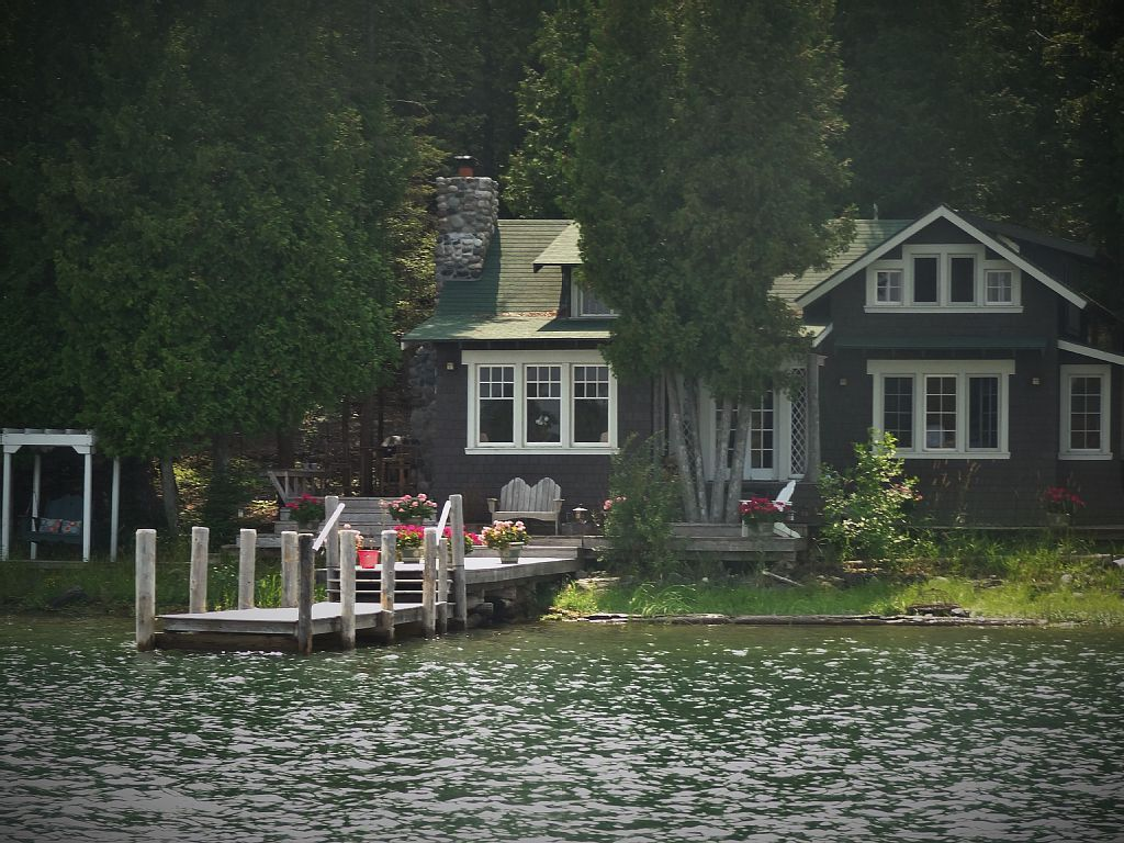lakefront cottage in the beautiful les cheneaux islands of