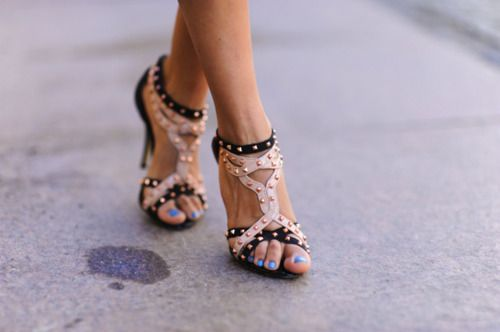 blue toe nails & studded heels