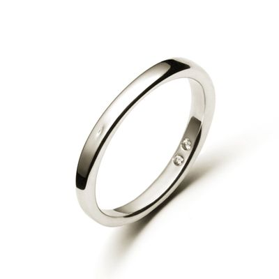 Named after a tall and handsome Aussie, this white gold Damien ring has 2 diamonds set discreetly inside the band. The ring is somewhat asymmetrical, measuring from 3.5mm to 2.7mm. It's also available without diamonds.