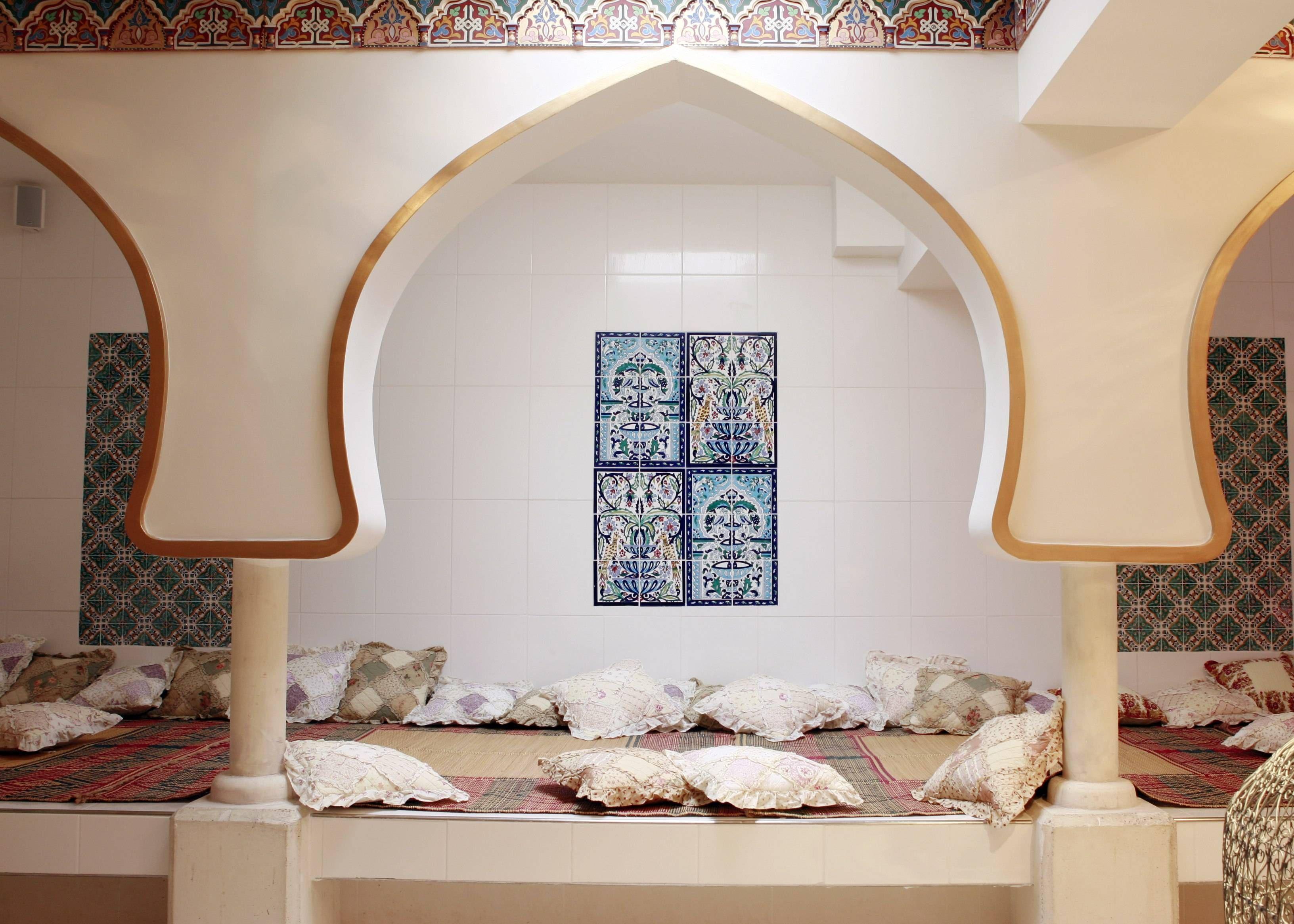 Resting room at the Hammam Pacha, Paris