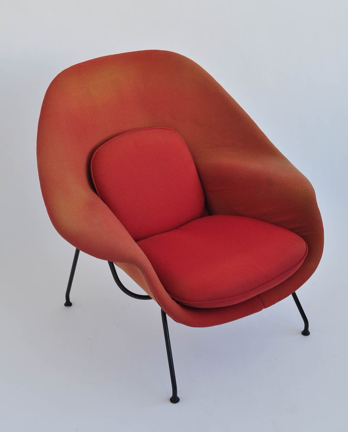 eero saarinen womb chair and ottoman chairs pinterest womb