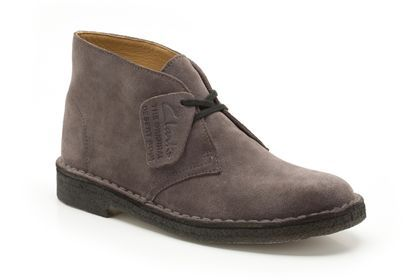 b0e704526a17 Clarks Bottes Originals femme - Desert Boot - Daim gris