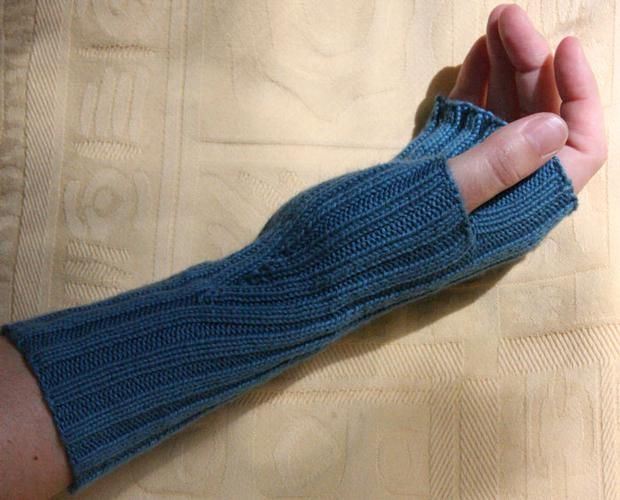 Comfy Fingerless Mittens - Knitting Patterns and Crochet Patterns ...