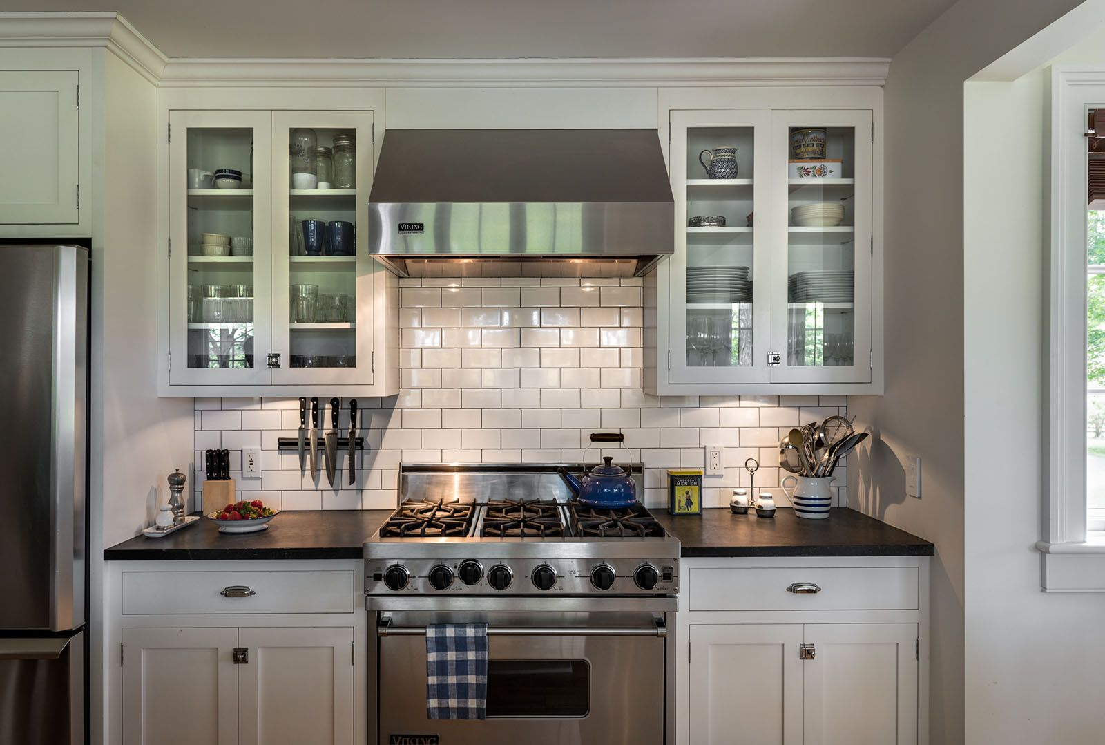 Best White Kitchen Cabinets Stainless Steel Appliances 400 x 300
